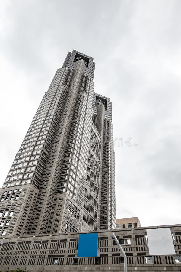 O governo metropolitano do Tóquio que constrói igualmente referiu como Tocho para breve no alvorecer foto de stock