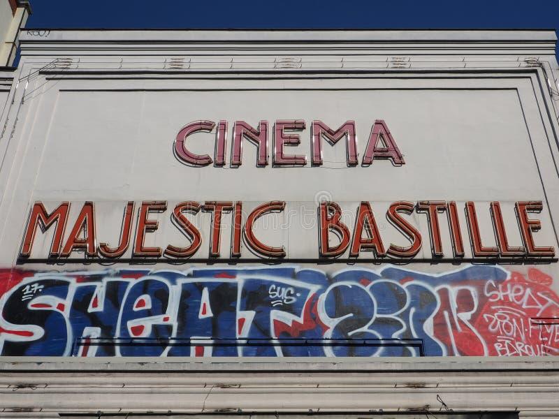 O grafitti original cobre uma fachada concreta imagens de stock royalty free