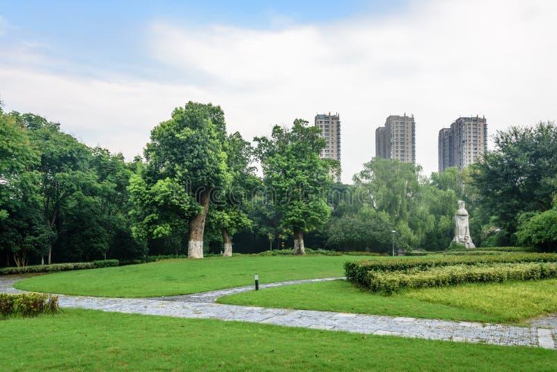 O gramado e a estrada verdes foto de stock royalty free