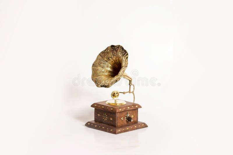 O gramofone antigo do exemplo do metal fez a madeira e o metal fotos de stock