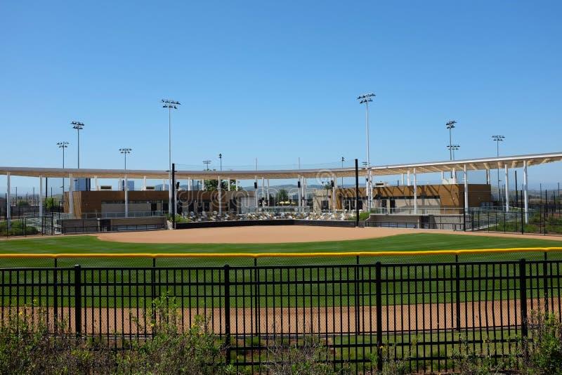 O grande estádio do softball do parque A facilidade é cercada por campos adicionais imagem de stock