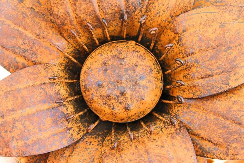 O grande ferro forjado oxidou flor imagem de stock