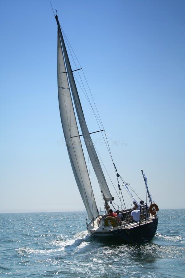 O grande, iate bonito no mar light-blue. fotografia de stock royalty free
