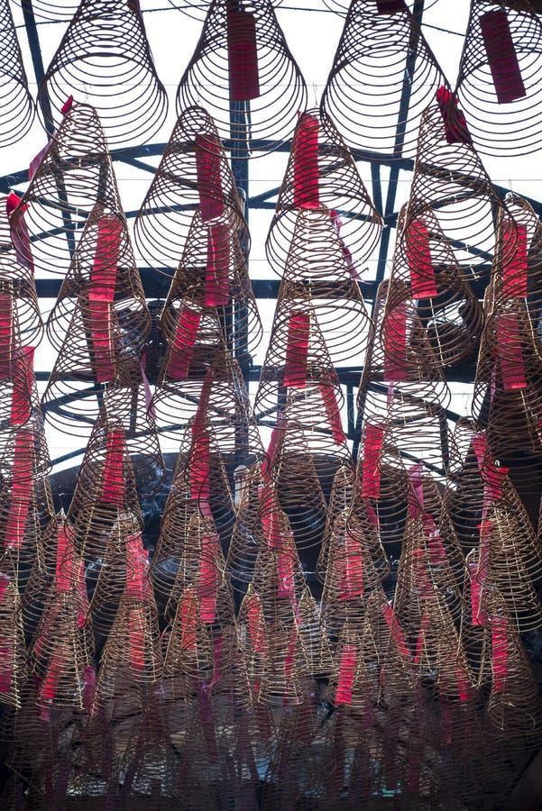 O grande incenso bobina a suspensão do teto no ¹ de Chà de um templo do 'm de Quan à em Ho Chi Minh City fotos de stock