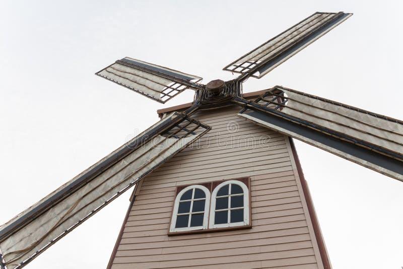 Download Grande moinho de vento foto de stock. Imagem de holandês - 29839256
