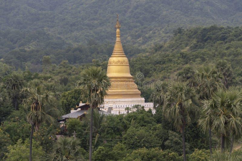 O grande pagode dourado do mingun fotos de stock royalty free