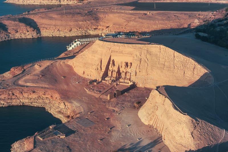 O grande templo de Rameses II em ABU SIMBEL de cima de, EGITO foto de stock