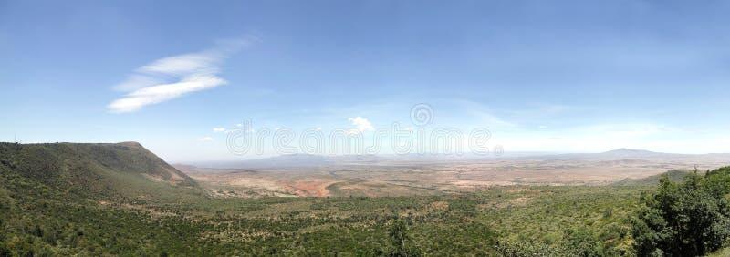 O grande Vale do Rift de Kenya com Volcano Mt Longonot (direita) e o Mt Suswa (deixado) imagem de stock