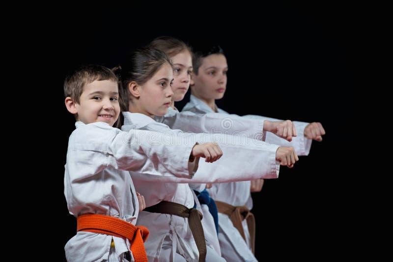 O grupo caçoa artes marciais do karaté fotografia de stock royalty free