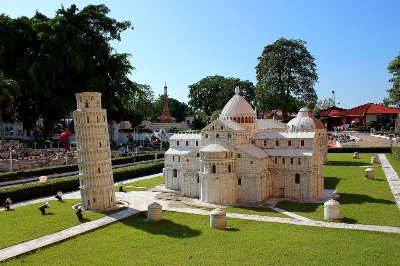 O grupo da catedral de Pisa e a torre de Pisa em Mini Siam estacionam fotos de stock