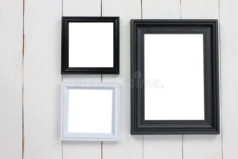 O grupo da moldura para retrato tem uma área vazia no assoalho de madeira branco imagens de stock