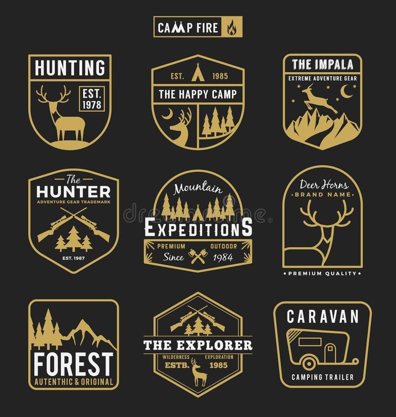 O grupo de acampamento exterior e de aventura alinha o logotipo do crachá ilustração do vetor