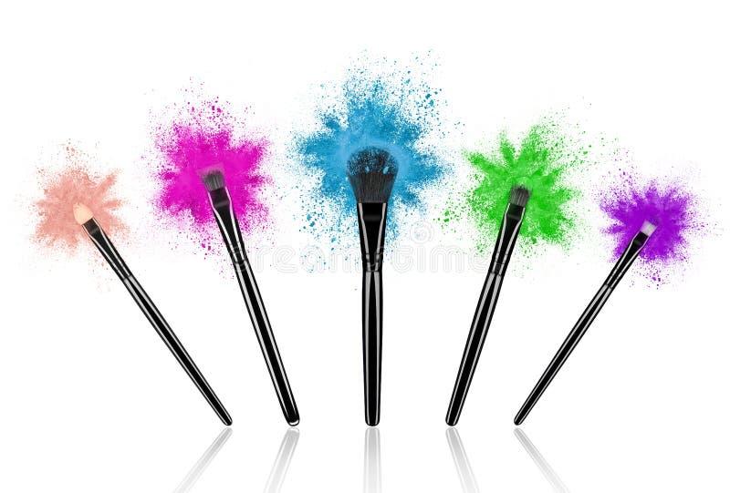 O grupo de compõe escovas com o pó colorido espirra fotos de stock