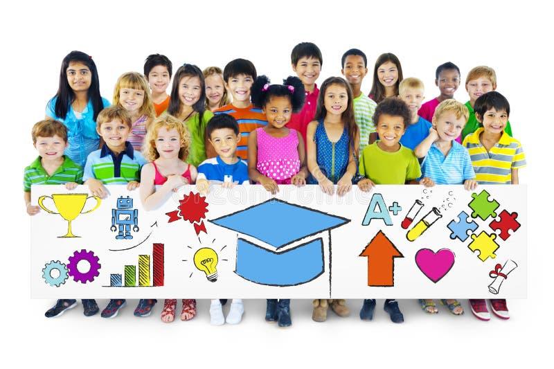 O grupo de crianças com aprende o conceito fotos de stock royalty free