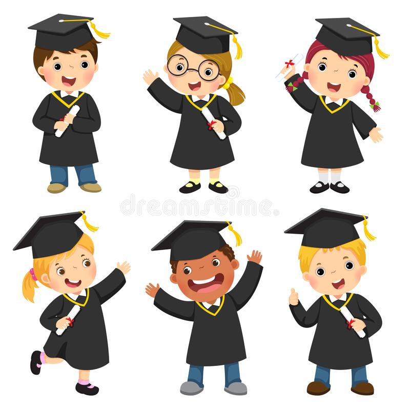 O grupo de crianças em um vestido da graduação e o almofariz embarcam