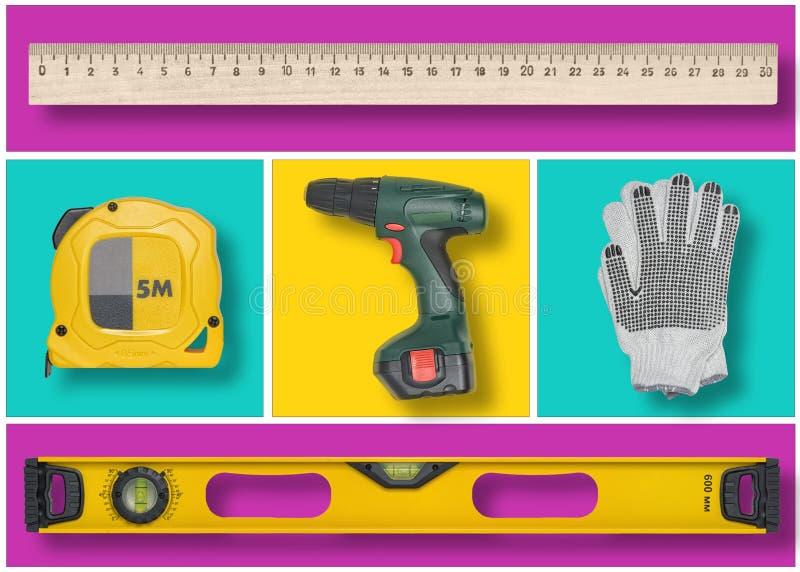 O grupo de ferramentas da construção em retângulos azuis, amarelos e roxos gosta do mosaico fotografia de stock