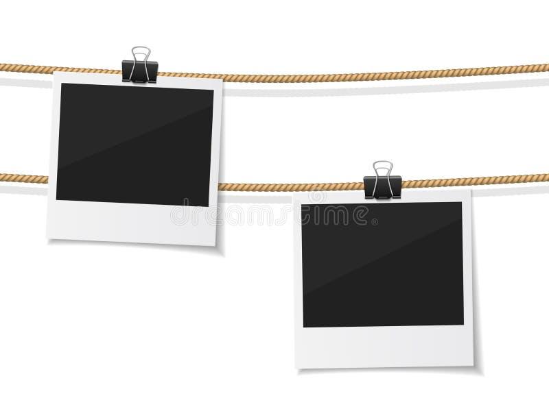 O grupo de foto do polaroid do vetor pendurou na corda ilustração royalty free