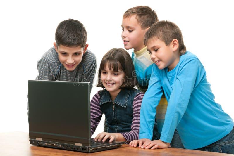 Crianças com portátil imagem de stock royalty free