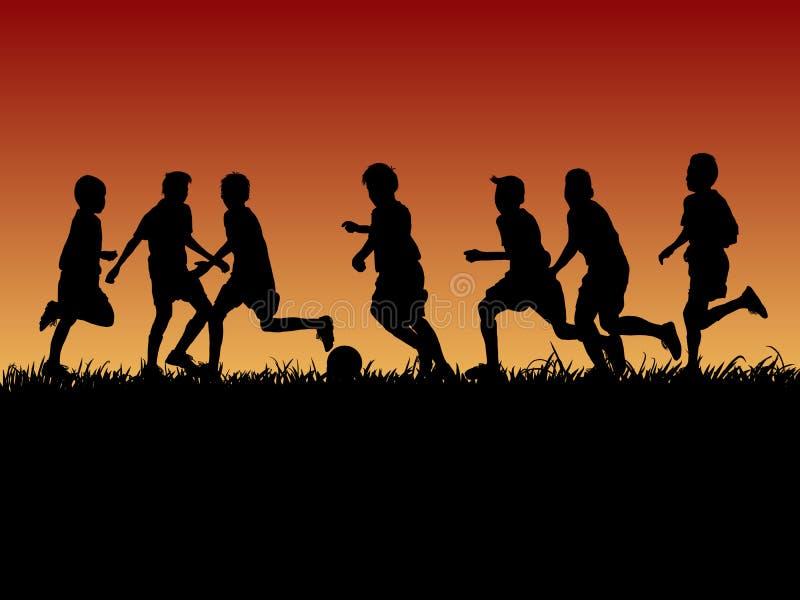 O grupo de silhueta caçoa o jogo do futebol com fundo da noite ilustração stock