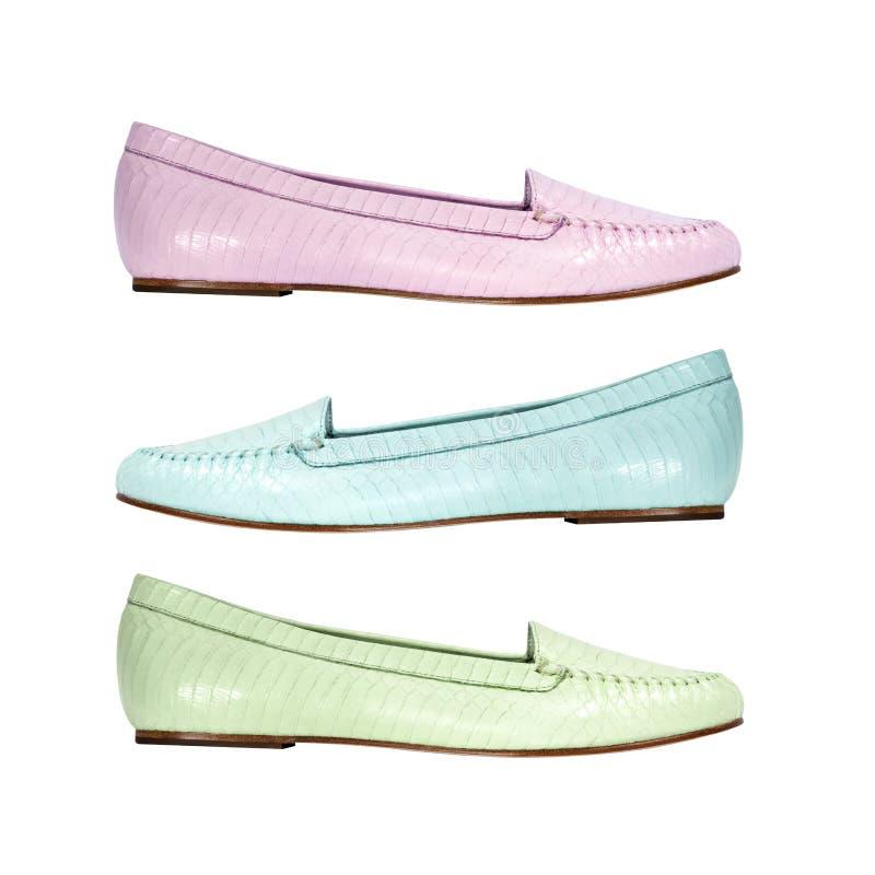 O grupo de verão colorido calça sapatas lisas fotografia de stock royalty free