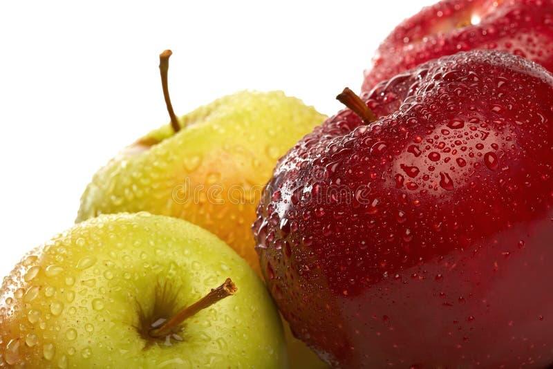 O grupo isolado de close-up fresco das maçãs fotos de stock