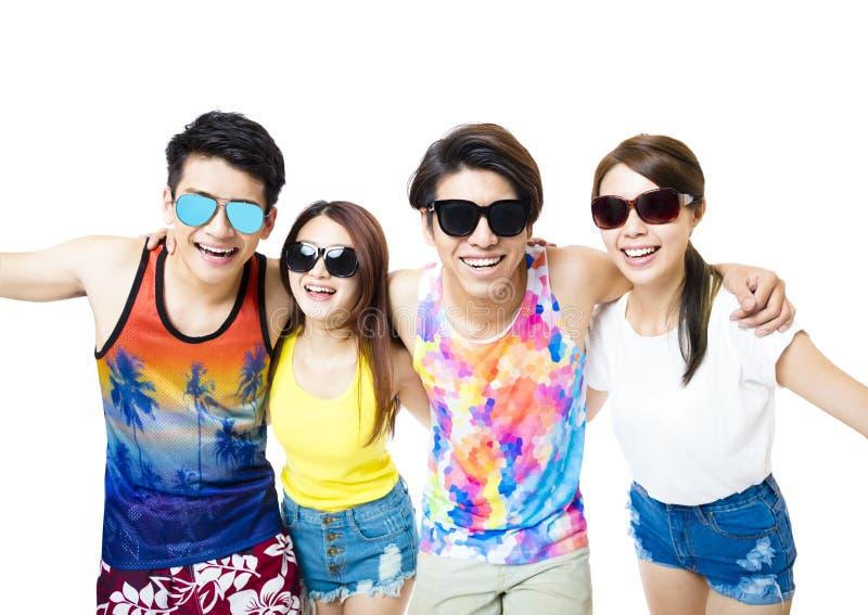O grupo novo feliz aprecia férias de verão fotografia de stock
