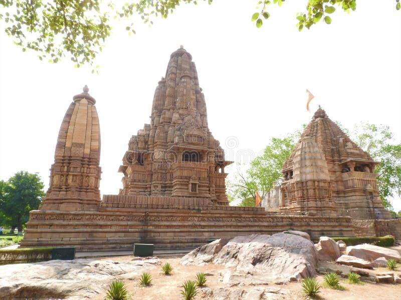 O grupo ocidental de templos de Khajuraho, em um dia claro, ?ndia de Madhya Pradesh ? um local do patrim?nio mundial do UNESCO, c fotos de stock