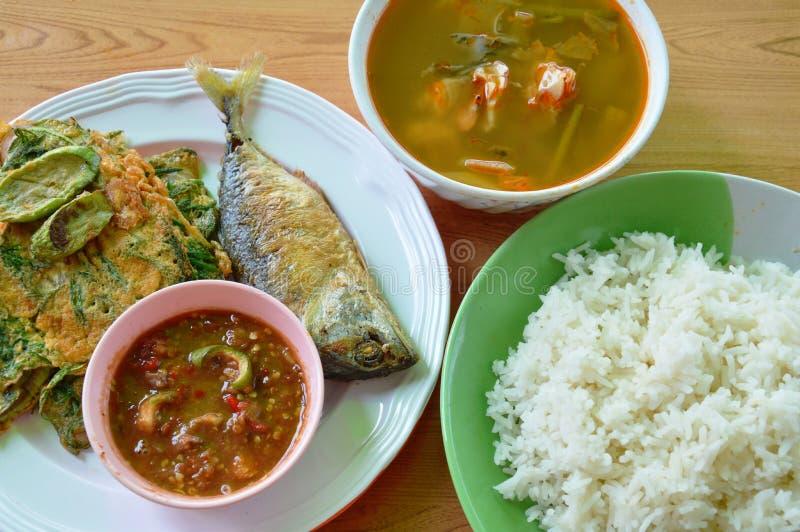 O grupo tailandês do alimento come pares com arroz liso imagens de stock