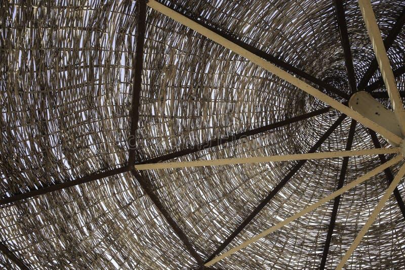O guarda-chuva de madeira fotografia de stock