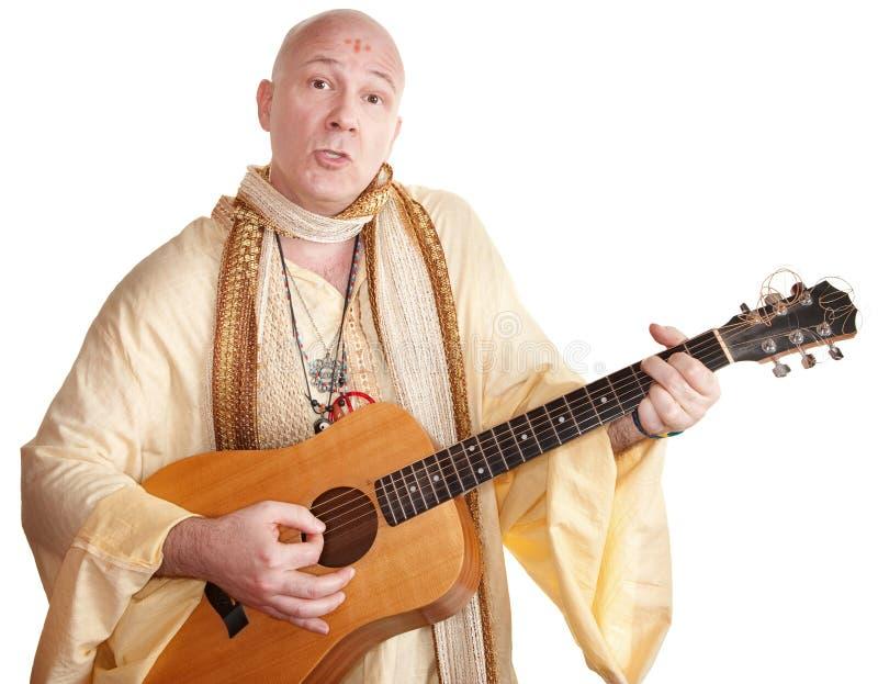 O guru joga uma guitarra imagens de stock royalty free