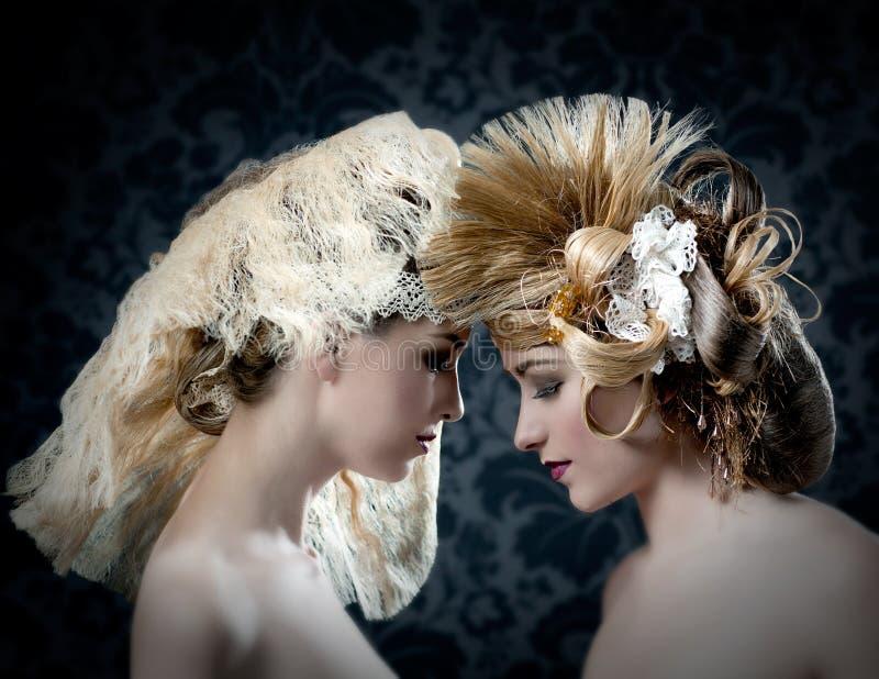 O Hairdressing e a composição formam a mulher foto de stock