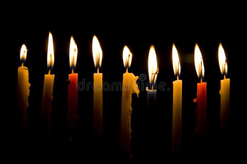 O Hanukkah candles a luz, boas festas imagem de stock royalty free