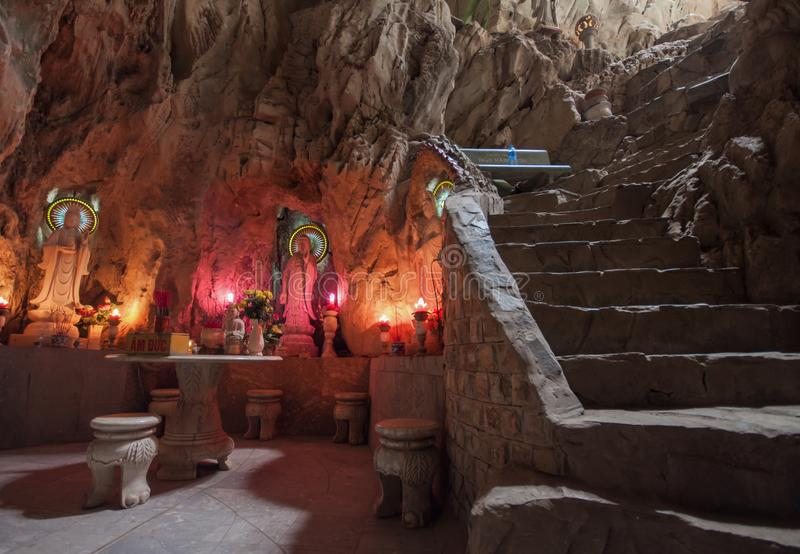 O Hoa surpreendente Nghiem Caves, Vietname fotografia de stock royalty free
