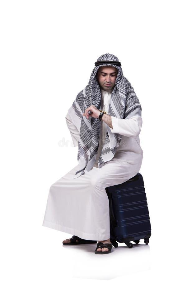 O homem árabe com a mala de viagem no conceito do curso isolada no branco imagem de stock royalty free