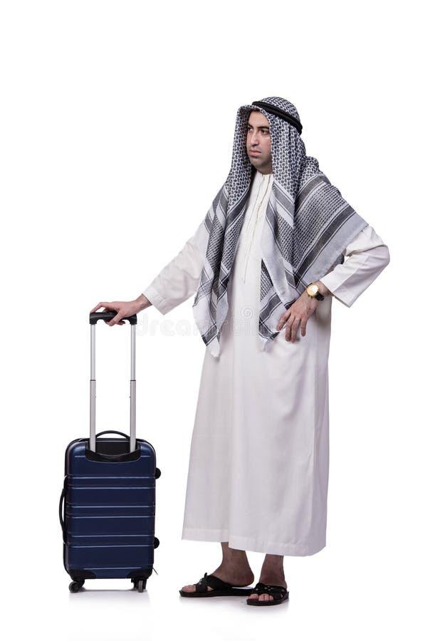O homem árabe com a mala de viagem no conceito do curso isolada no branco fotos de stock