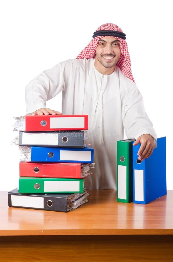 O homem árabe que trabalha no escritório imagem de stock