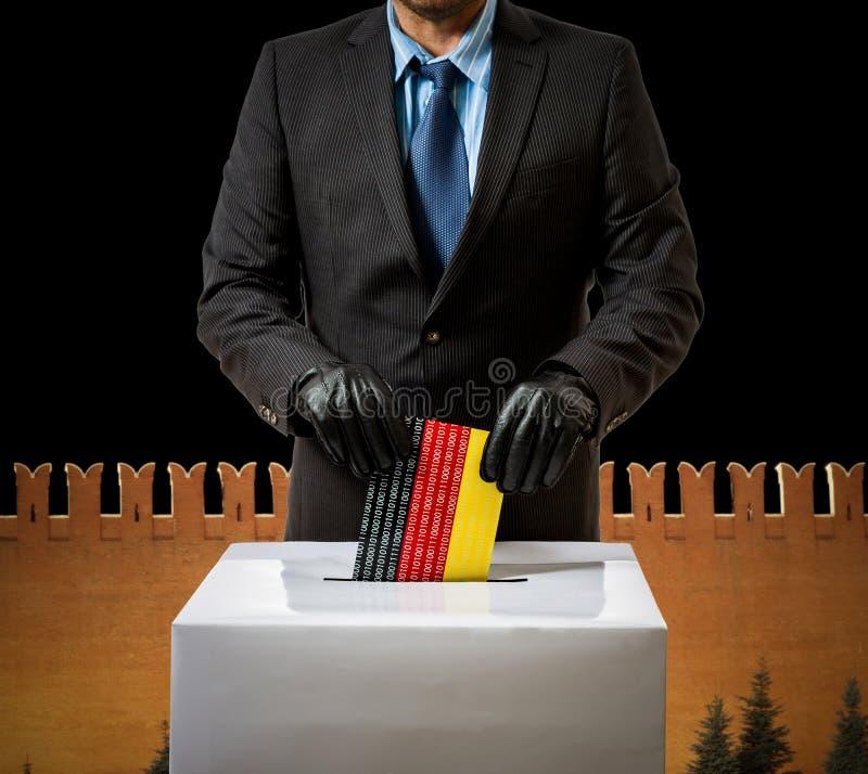 O homem com luva joga a bandeira alemão na caixa de voz foto de stock