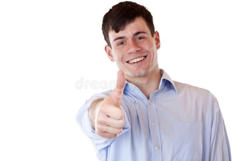 O homem considerável de sorriso feliz novo mostra o polegar acima foto de stock