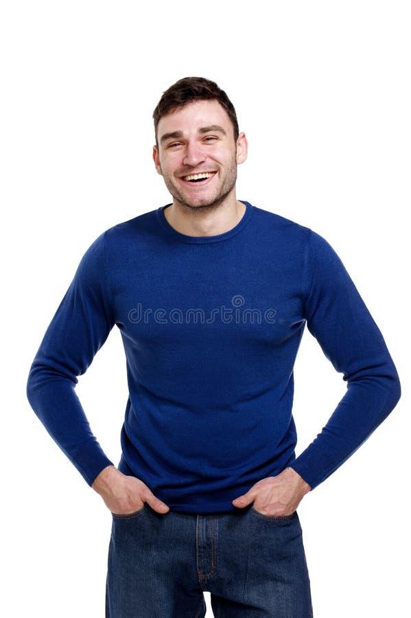 Homem considerável que veste uma camisola azul isolada no branco fotografia de stock