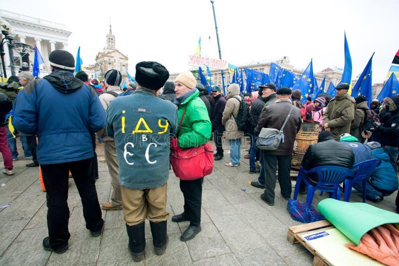 O homem da vila veio à demonstração contra o russo imagem de stock