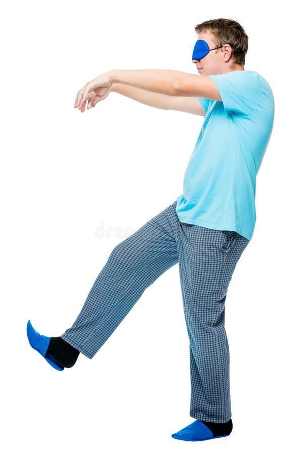 o homem de 30 anos anda em um sonho, sofre de sleepwalking foto de stock