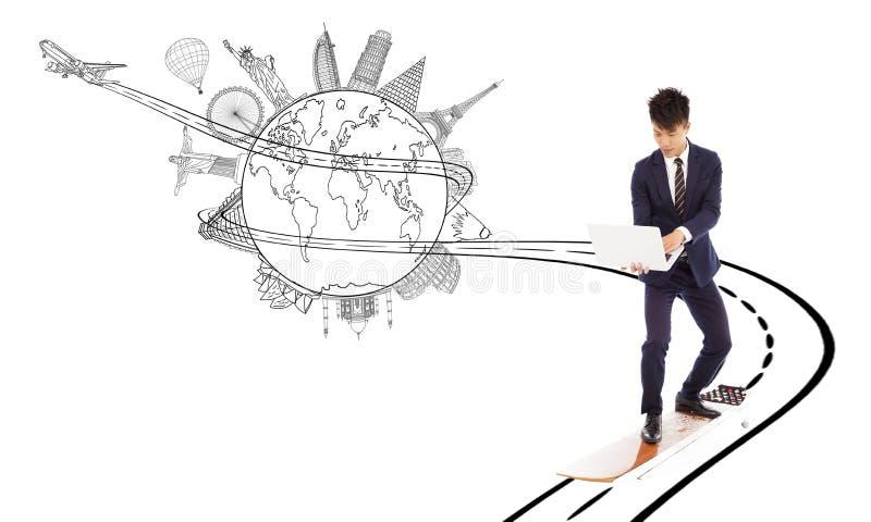 O homem de negócio aprecia a largura de banda de alta velocidade da rede para o world wide web fotografia de stock