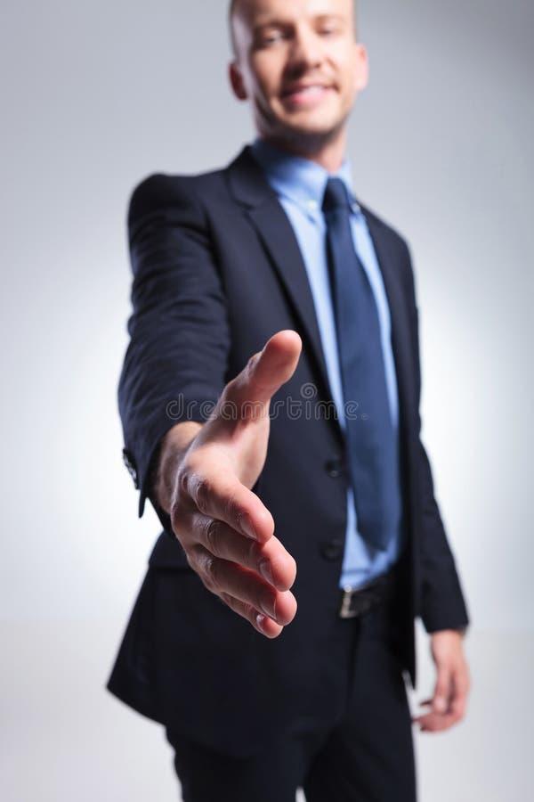 O homem de negócio oferece o aperto de mão fotografia de stock royalty free