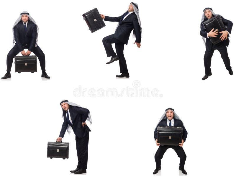 O homem de negócios árabe com a mala de viagem isolada no branco fotografia de stock royalty free