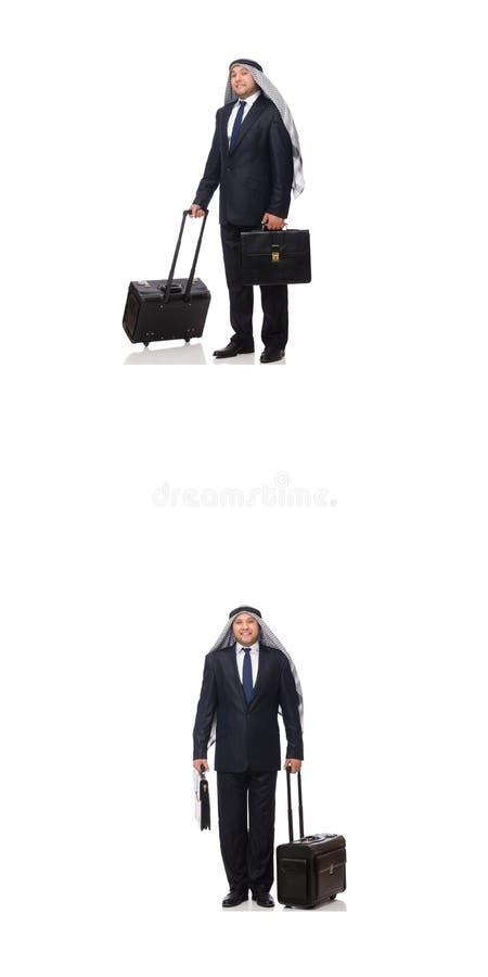 O homem de negócios árabe com a mala de viagem isolada no branco imagem de stock