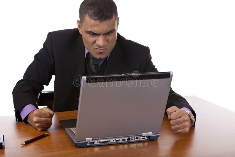 O homem de negócios é forçado com ruído elétrico do computador imagem de stock royalty free