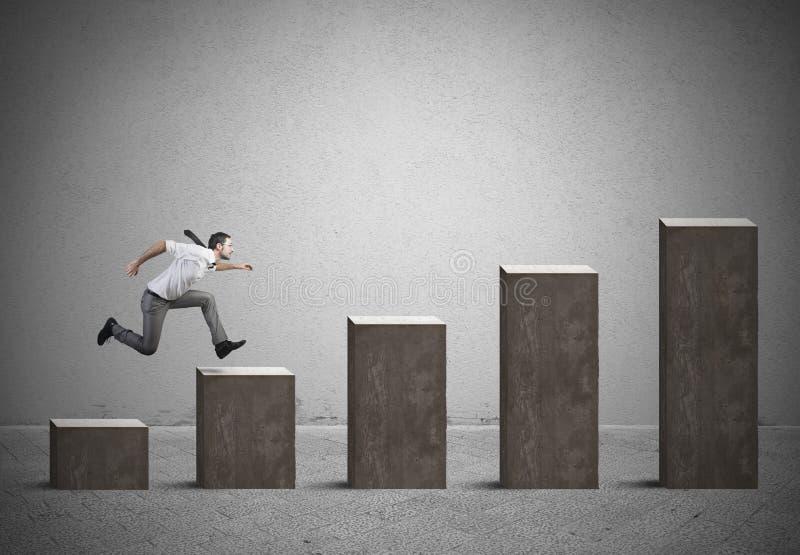 O homem de negócios aumenta estatísticas imagem de stock royalty free