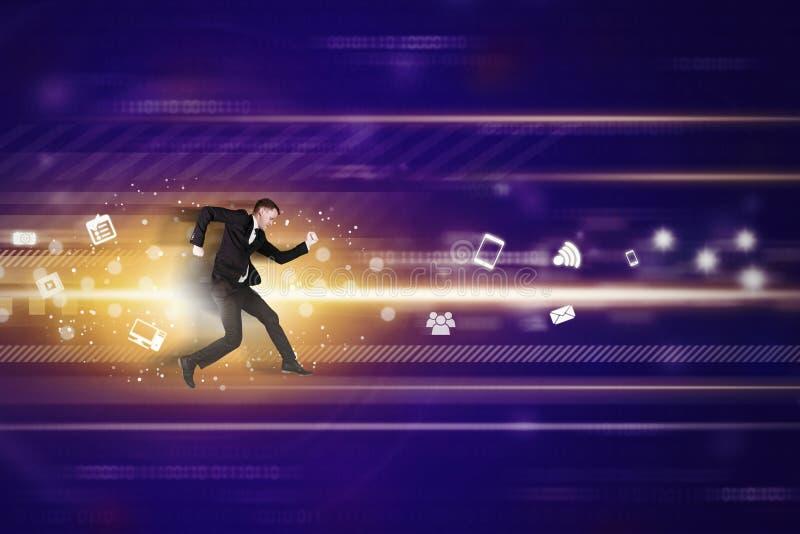 O homem de negócios caucasiano corre rapidamente dentro do código binário fotos de stock