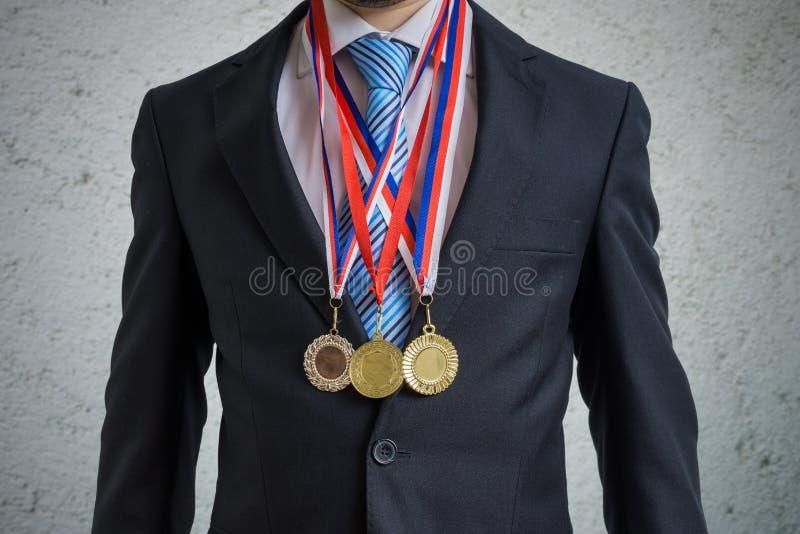O homem de negócios concedido está vestindo muitas medalhas foto de stock royalty free