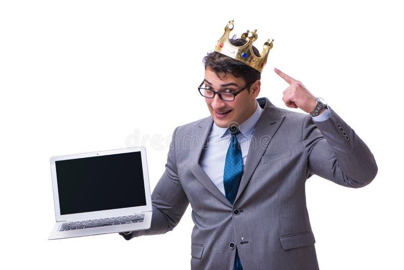 O homem de negócios do rei que mantém um portátil isolado no fundo branco foto de stock